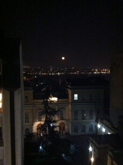 <p>On a full moon night in Istanbul</p>