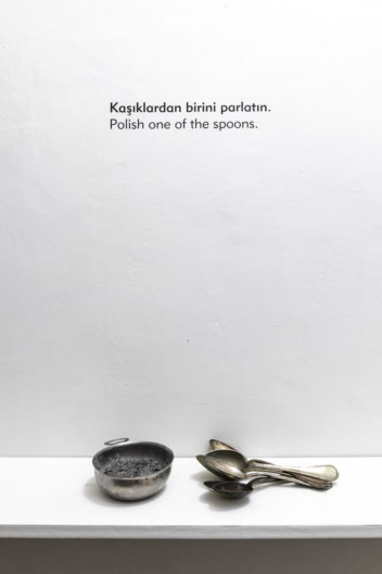 <p>istanbul queer art collective, y<em>ou do not have to follow the instructions<br /></em>6 performance instructions and mixed medium installation<br />photo: Zeynep Fırat<br /></p>