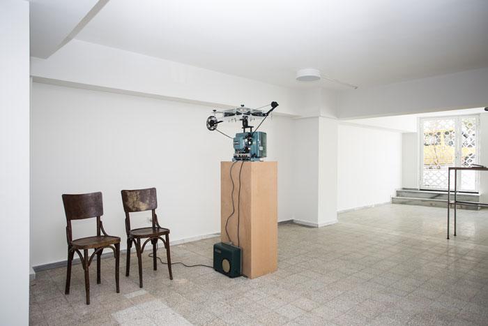 <p>Installation, Jacob Kassay, Protocinema, Istanbul, 2013<br />Courtesy: Protocinema, Istanbul; Art: Concept, Paris; Xavier Hufkens, Brussels, photos Batu Tezyuksel.</p>