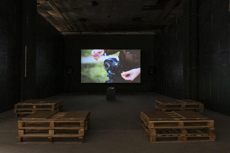 <p>Zeyno Pekünlü, <em>Kamerasızlar</em>, 2021. Video, 71', renkli:sesli. Fotoğraf: Zeynep Fırat © Zeyno Pekünlü. Sanatçı ve Sanatorium, İstanbul izniyle. <em>Bir Zamanlar Kavranamayan </em>sergisi kapsamında, Protocinema, 2021 </p>