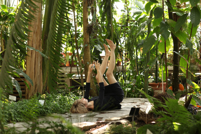 <p>Essi Kausalainen, still, <i>Botanik</i>, 2011</p>