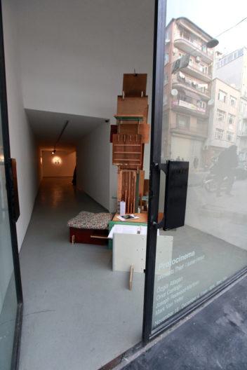 <p>Thief exhibition entrance, with <em>Evci</em>, 2011, by Onur Ceritoğlu</p>